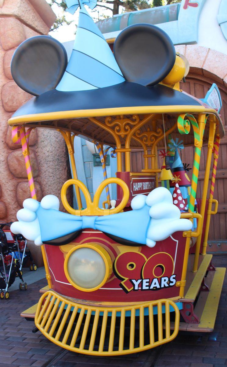 東京ディズニーランド ミッキー90周年装飾 トロリー2